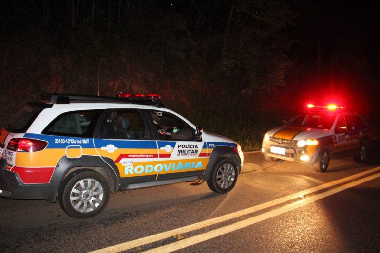 Tombamento de carreta interdita tráfego na MGC-120 em Nova Era nesta terça-feira