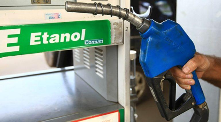 PRF apreende 330 mil litros de etanol com fraude em notas no Rio
