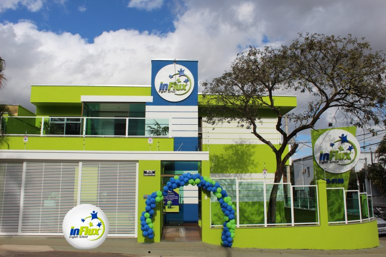 Influx English School inaugura unidade em Itabira e busca professores para lecionarem na escola