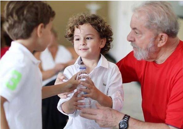 Lula é liberado a ir em velório do neto de 7 anos