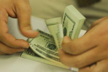 Após eleições na Argentina, dólar aproxima-se de R$ 4