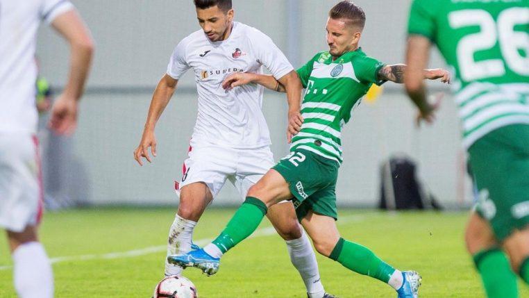 Renan Oliveira joga na Liga Europa em partida que levou até presidente ao estádio