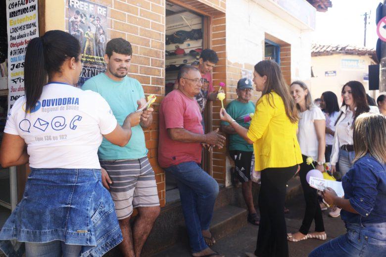 Campanha propõe troca de cigarro por flor em São Gonçalo do Rio Abaixo