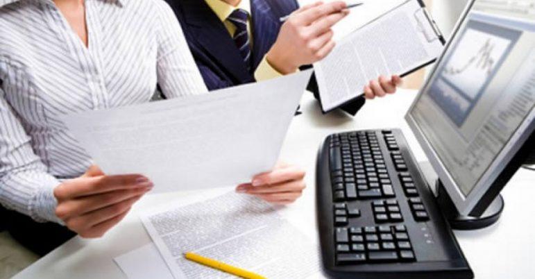 Empresa contrata profissionais das áreas administrativa e financeira