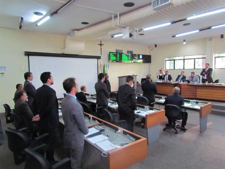 Presidente define votação após empate e maioria rejeita redução de vereadores na Câmara de Itabira