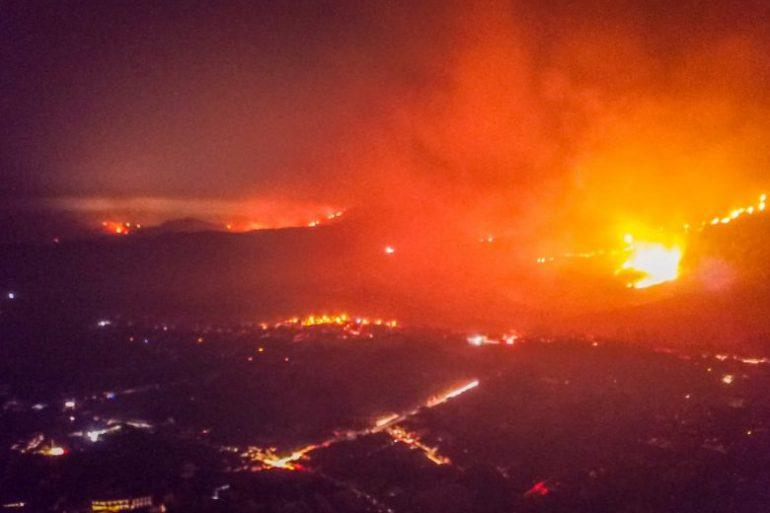 Torres da Cemig são atingidas pelo fogo e deixam Conceição sem energia