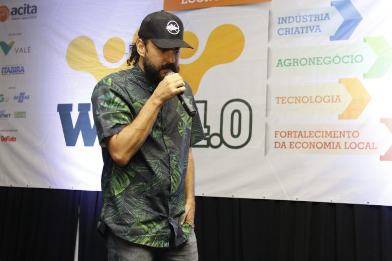 WIN 2019: Gabriel O Pensador lota auditório no primeiro dia de evento