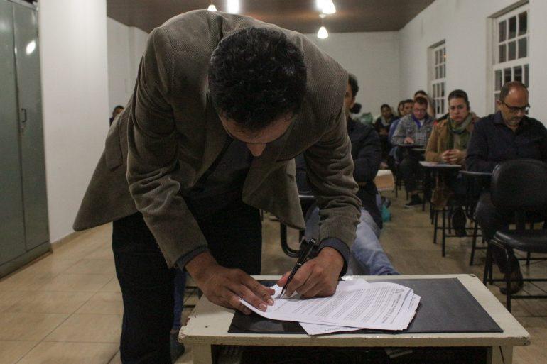 Prefeito de Mariana assina decreto que beneficia o comércio local em licitações e compras diretas