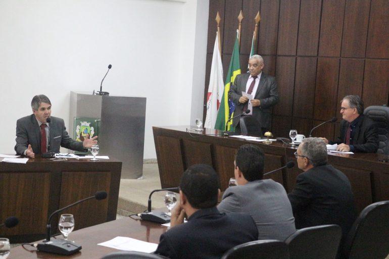 Pedido de vista impede votação de projeto polêmico em Monlevade