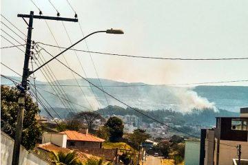 Incêndio na área da Vale mobiliza bombeiros em Itabira
