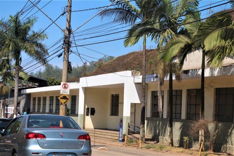 Fechado desde 2011, antigo prédio da delegacia se deteriora em Monlevade