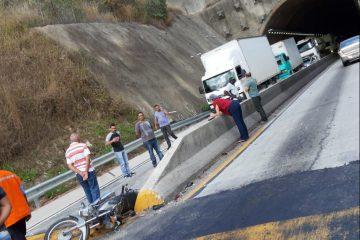 Acidente entre carro e moto deixa trânsito parado na BR-381 nesta sexta-feira