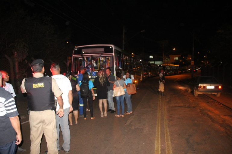 Moradores do Pedreira protestam contra superlotação em ônibus