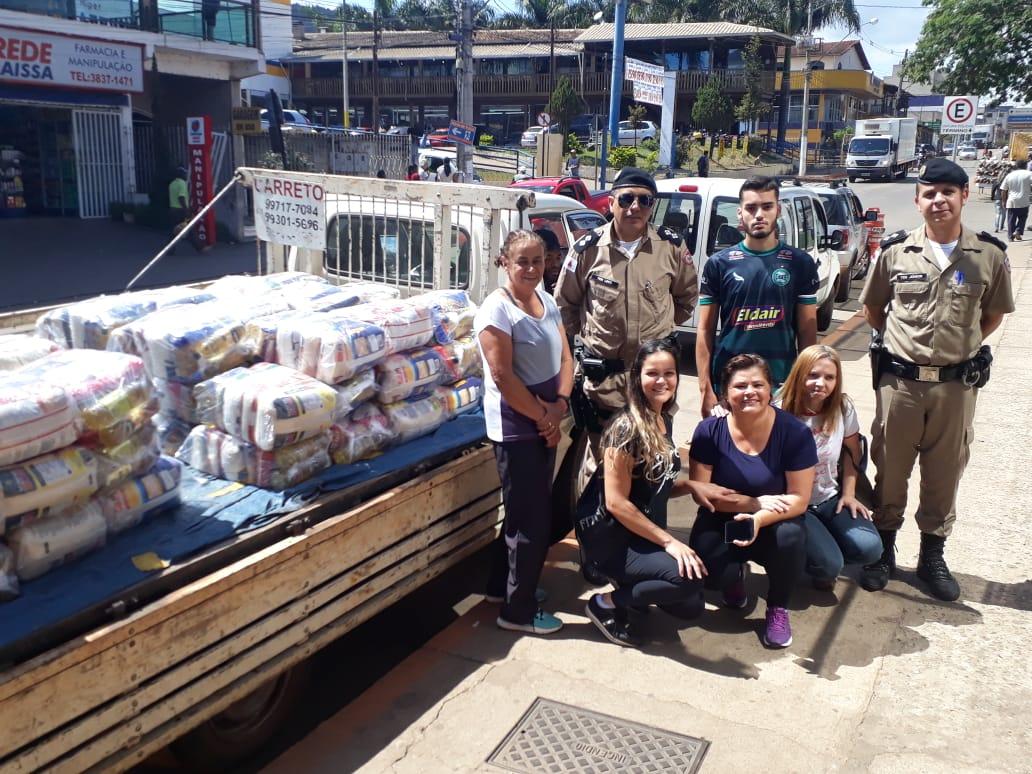PM distribui cestas básicas arrecadadas com Passeio Ciclístico em Barão de Cocais