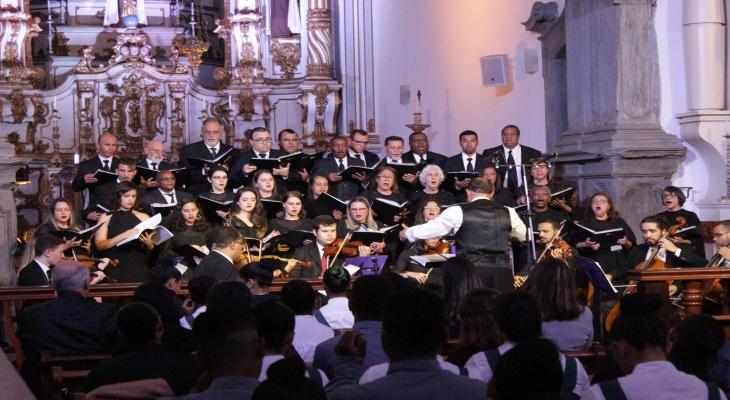 Coral Cidade dos Profetas emociona o público com músicas coloniais mineiras em Mariana
