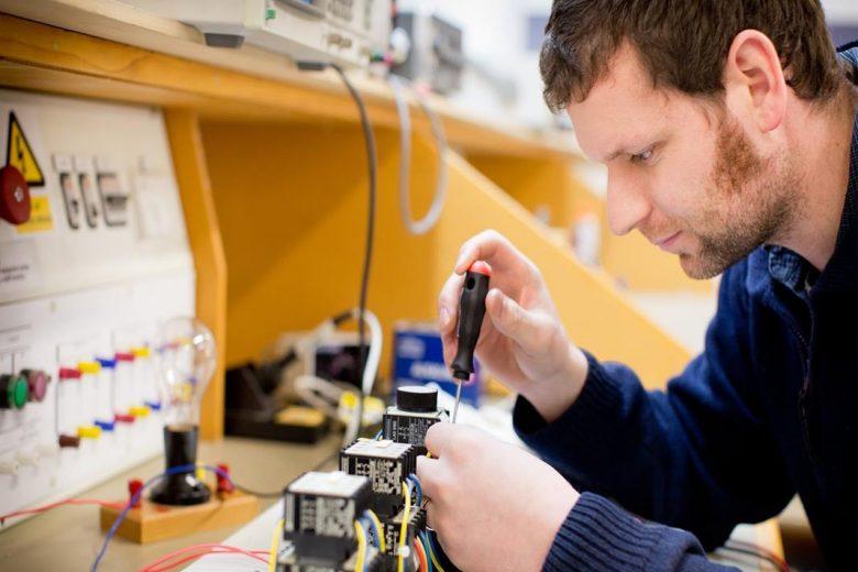 Anglo American contrata técnico em manutenção elétrica