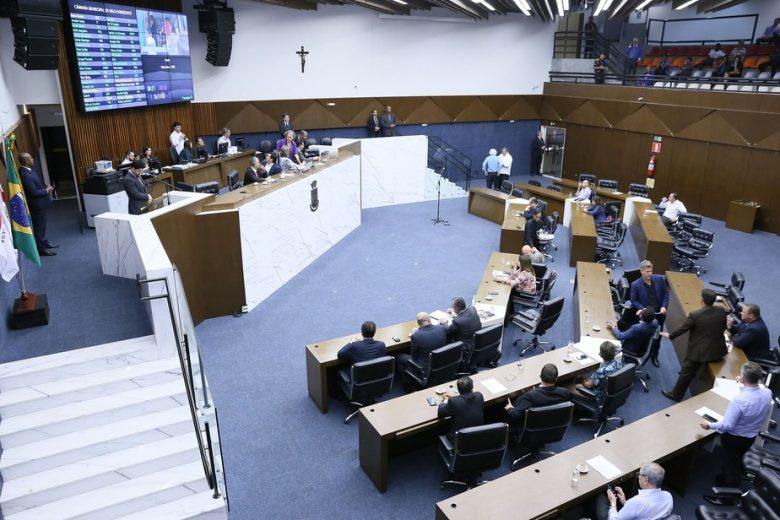 Com galerias fechadas, Câmara de BH aprova projeto de Escola Sem Partido