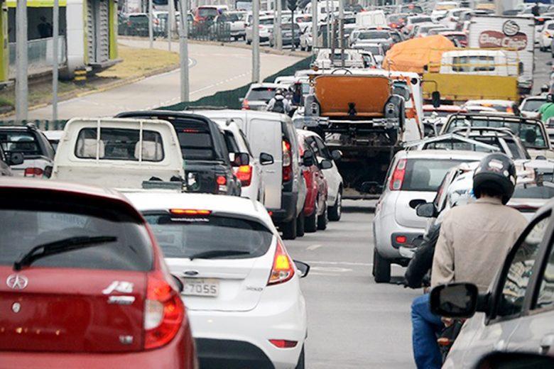 800 mil devedores de IPVA em Minas são alertados pelo celular