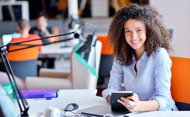 Empresa tem vagas para estagiários e oferece benefícios a candidatos