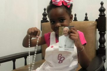 Papa Francisco responde carta e envia terço a menina de Itabira