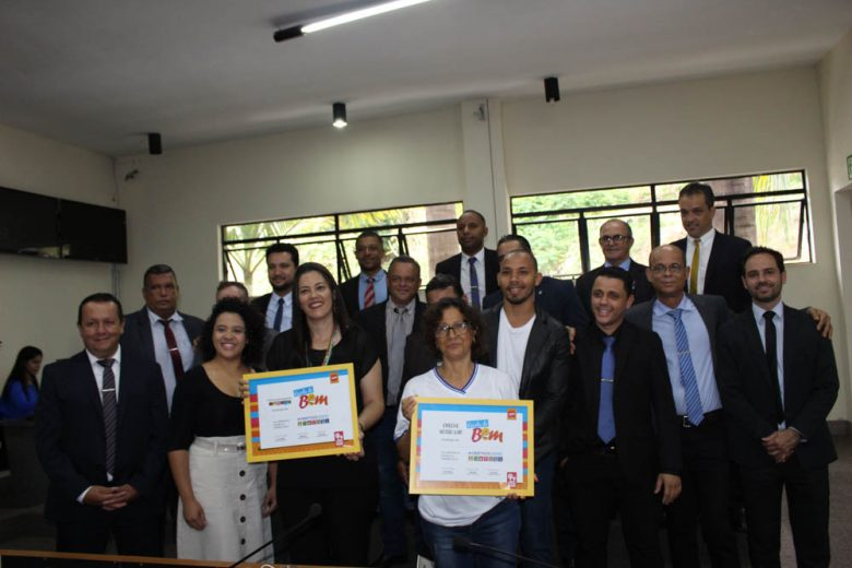 """Creche Nosso Lar e Centro Educar recebem certificado de """"Escolas do Bem"""""""