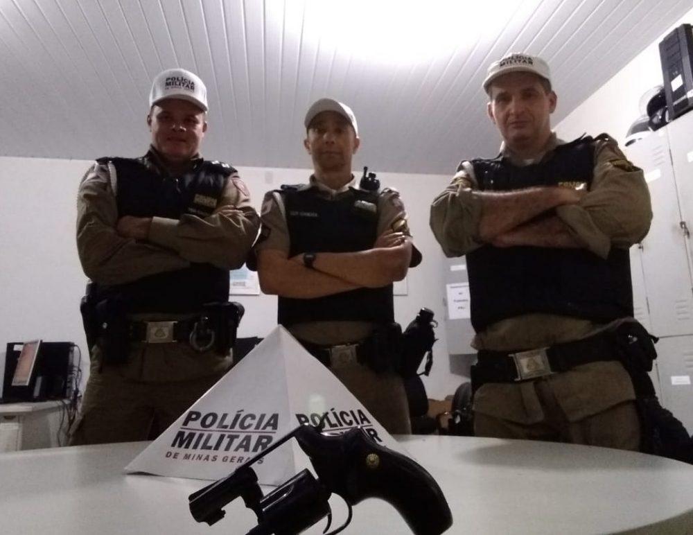 Polícia Rodoviária apreende revólver calibre 38 com idoso em Itabira - DeFato Online