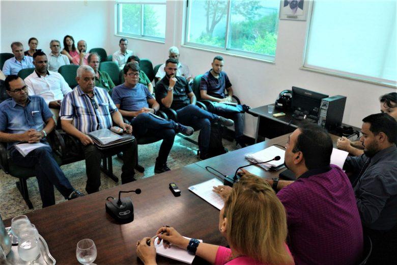 Prefeitura de Monlevade quer R$ 500 mil em 5 dias dos permissionários; vereadores contestam