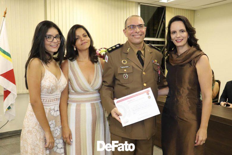 """""""Essa homenagem renova o sentimento de servir"""", diz comandante da PM de Itabira ao receber medalha do TJMG"""