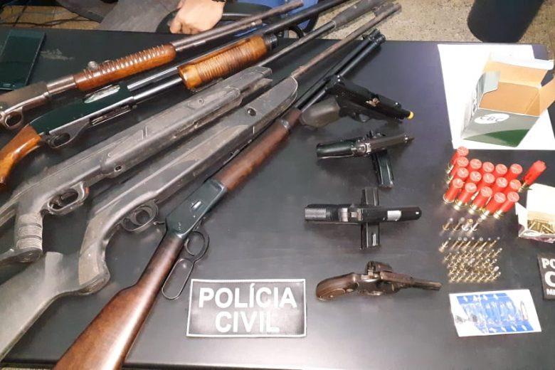 Polícia Civil apreende arsenal de armas de fogo em Ferros