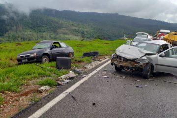 Batida entre dois veículos deixa três feridos em Bela Vista de Minas