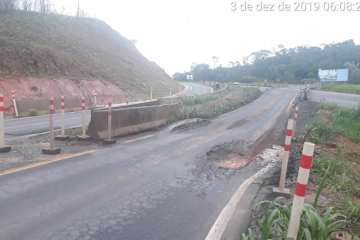 Buraco na BR-381 provoca interrupção no trânsito e atrapalha vida de motoristas