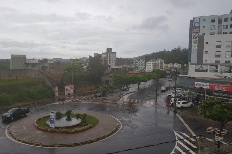 Inmet alerta para chuvas intensas em Itabira nas próximas horas