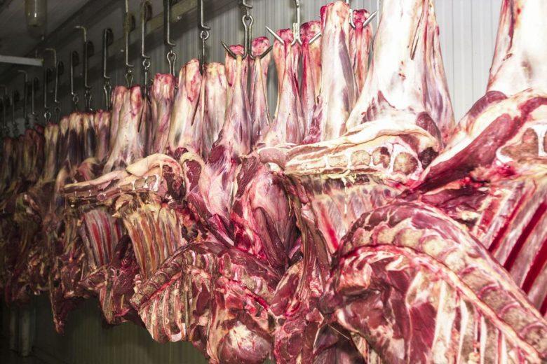 Alta do preço da carne puxa inflação em novembro no país, diz IBGE