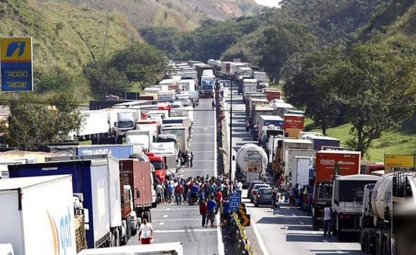 Greve de caminhoneiros é aprovada, mesmo com a classe dividida