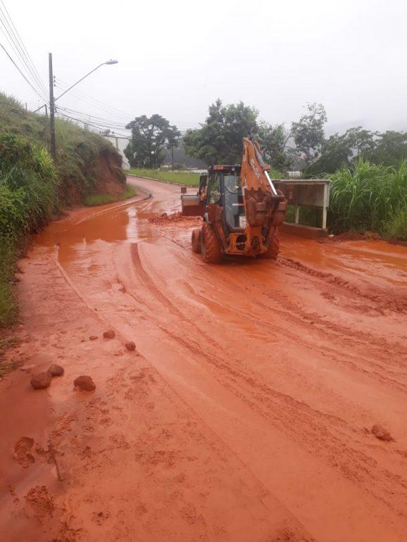 Estrada que liga ao Nova Cachoeirinha é liberada em meia pista em Monlevade