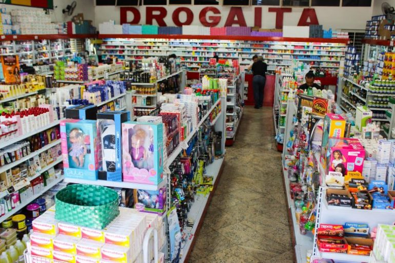 Cantinho do bebê da Drogaita oferece variedades em produtos e linhas especiais