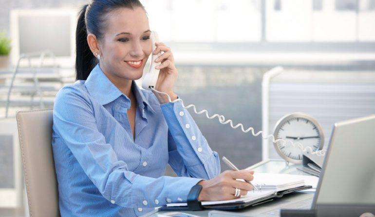 Empresa contrata recepcionista e oferece salário de R$1.600 mais benefícios