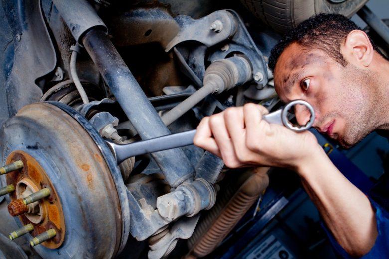 Vaga de emprego para mecânico e vendedor em Itabira