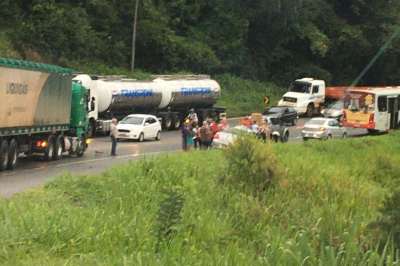 Um morto e dois feridos em grave acidente na BR-381