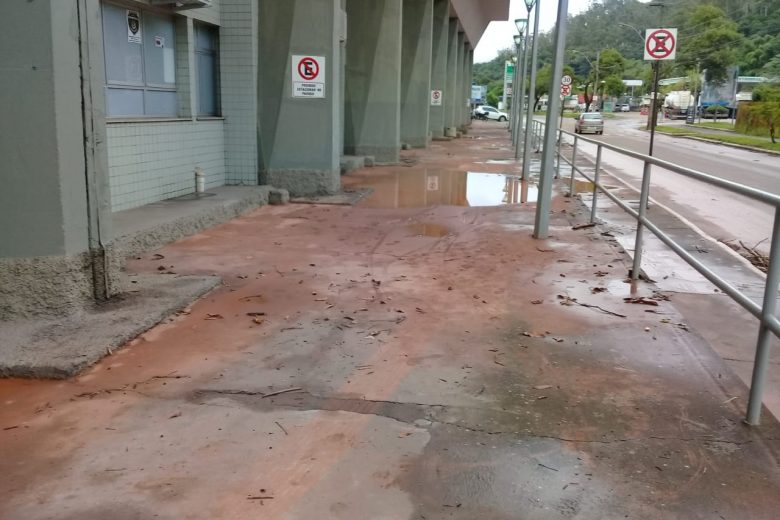 Lama na Policlínica, dique estourado: Prefeitura lista estragos da chuva em Monlevade