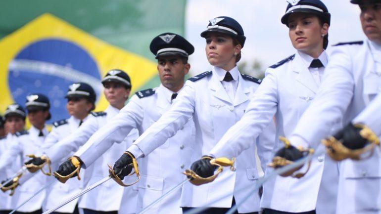 Aeronáutica abre concurso com 156 vagas e salário de R$3,8 mil