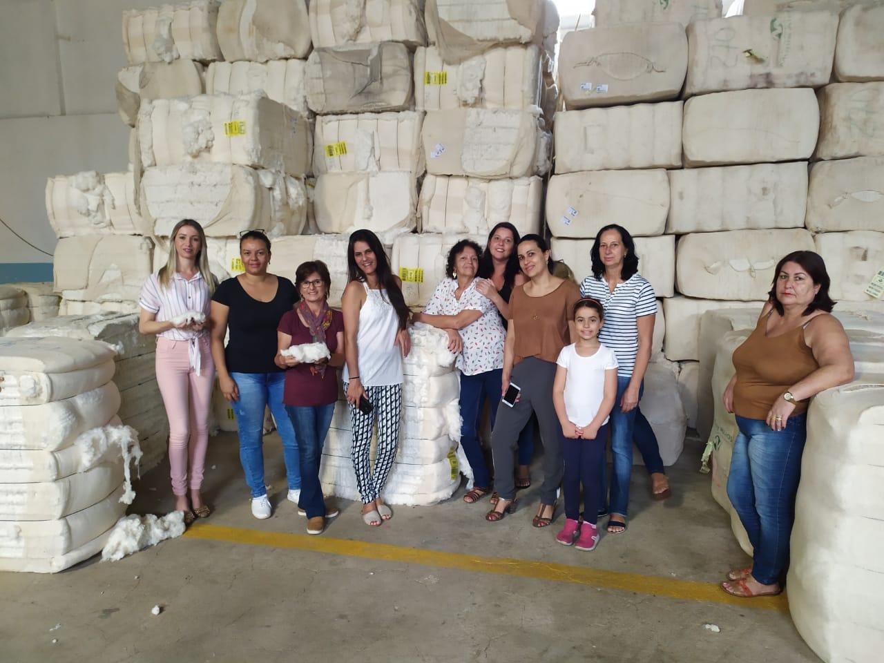 Artesãs de Catas Altas conhecem fábrica de chita em Alvinópolis