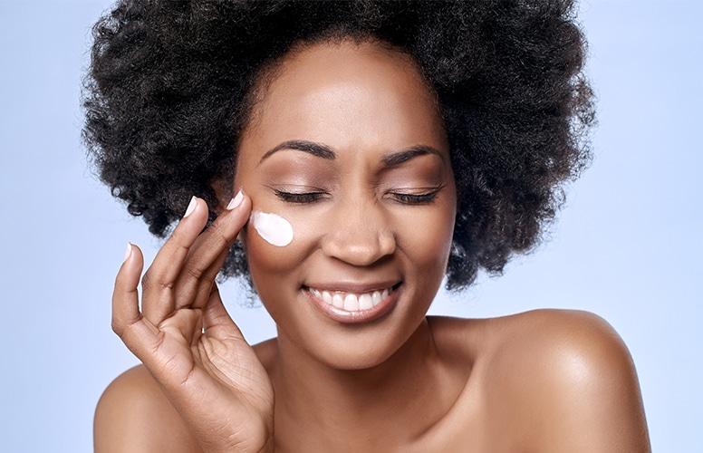 Três dicas para cuidar da pele negra