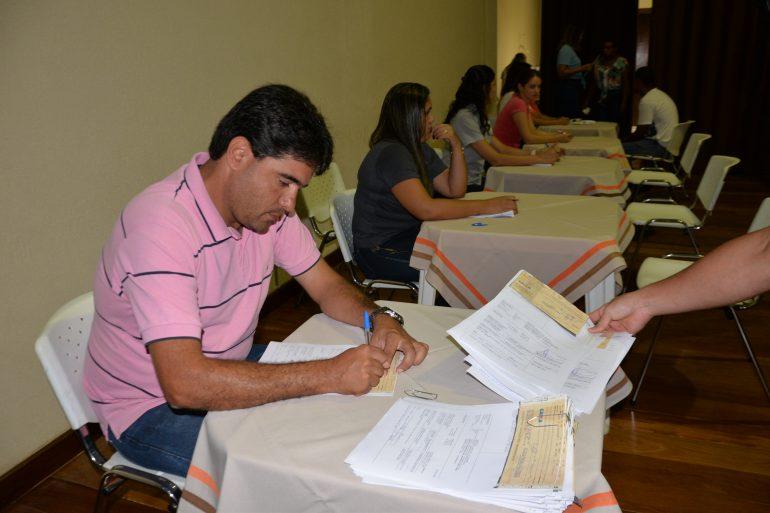Prefeitura de São Gonçalo repassa R$8 mil a 333 representantes de famílias e comércio
