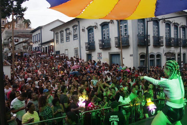 Pré-Carnaval leva mais de 20 mil pessoas para ruas de Mariana