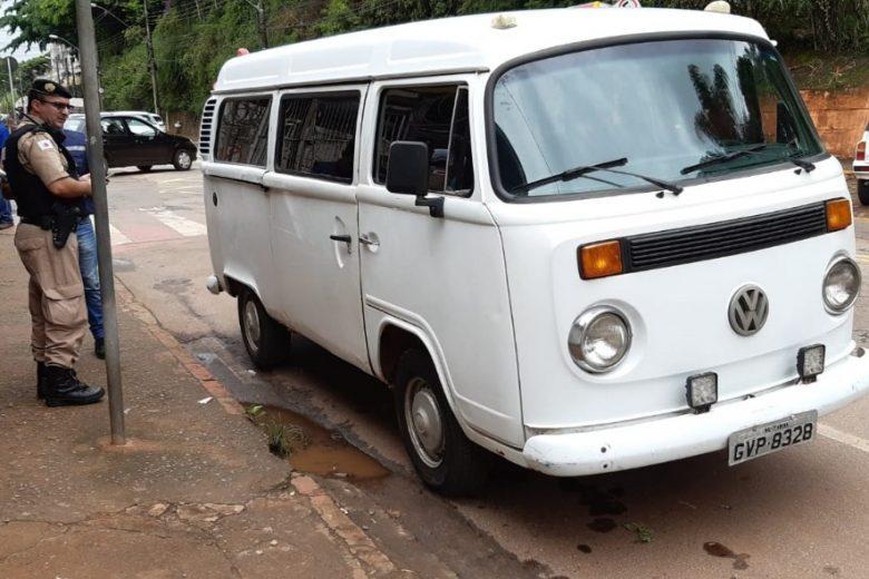 Kombi é apreendida por transporte irregular de escolares em Itabira