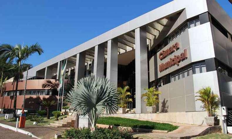 Ainda sem data para concurso, Câmara de Itabira gastará mais de R$ 800 mil com novas contratações