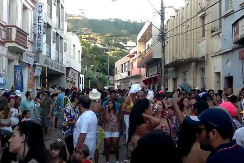 Comerciantes se unem e realizam carnaval solidário em Nova Era