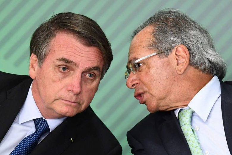 """""""Eu, como cidadão, acho que está um pouquinho alto o dólar"""", diz Bolsonaro"""