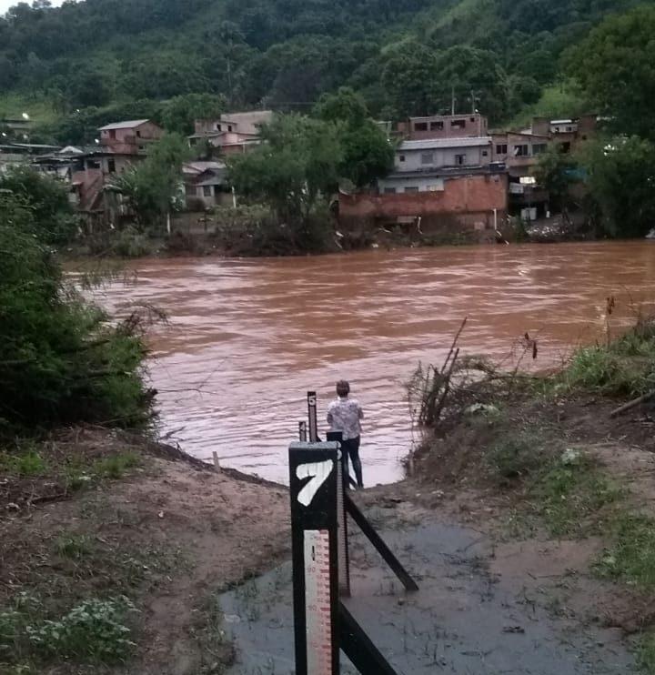Rio em Nova Era alcança nível de atenção e Defesa Civil emite alerta à ribeirinhos